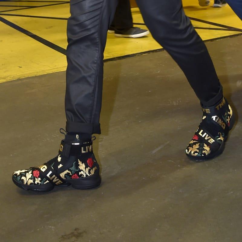 "f98ea4464e3 KITH x Nike LeBron 15 Saint Vincent-Saint Mary ""Cardozo ..."